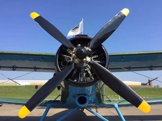 关于飞机螺旋桨的详细资料图片