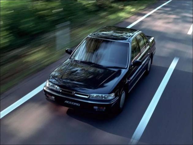 车身结构上,本田开始引入mm理念——机器最小化,驾驶舱最大化,并在