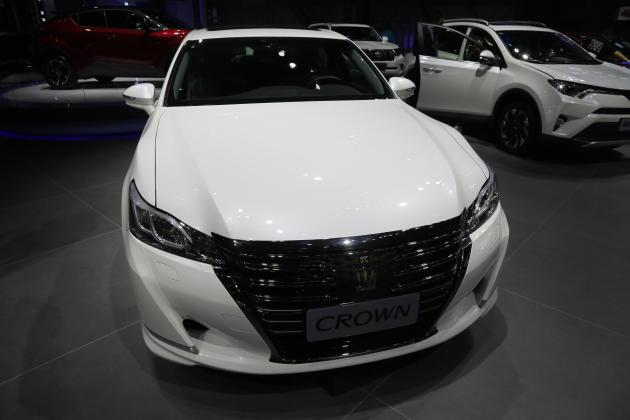 全新一代皇冠CROWN实拍一汽丰田全系将亮相六月深港澳车展_凤凰彩