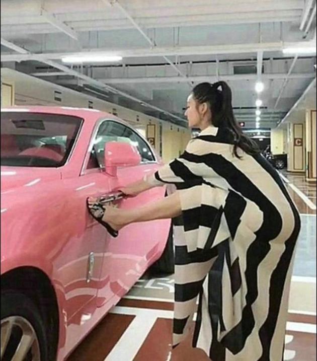 高俊芳儿媳的座驾国内仅此一辆车漆能买辆迈腾颜色极为罕见