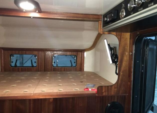 北汽212改装房车,复古造型配一室一厅!