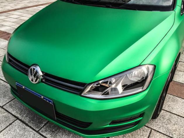 大众高尔夫7代陶瓷松石绿车身改色贴膜效果图