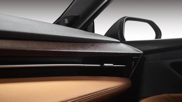 还在可惜锐志皇冠停产?丰田又一款新车即将国内首发预售22万_北