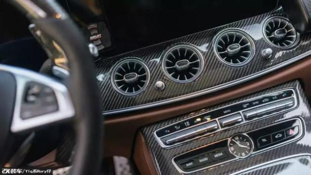 全新奔驰E300被57岁大厨改成大理石玩车没有年龄之分_老凤凰彩票