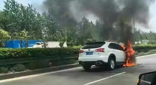 荣威E550 唐自燃,新能源汽车安全吗高清图片