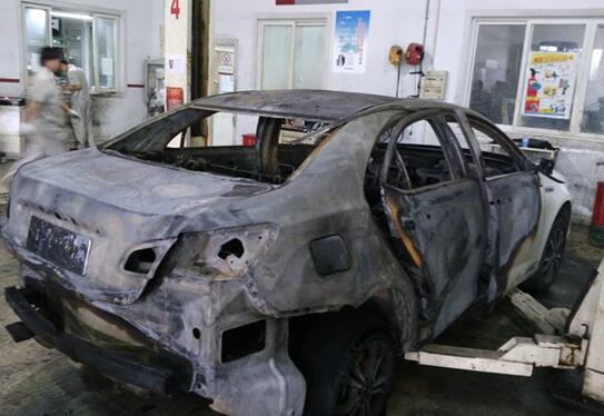 充电不当和改装是新能源汽车-荣威E550 唐自燃,新能源汽车安全吗高清图片