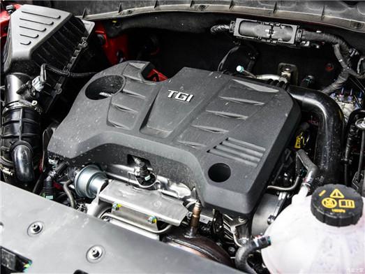 荣威RX5提供了1.5T和2.0T两种动力选择,与之搭配的均为7速双离合变速箱。不过值得一说的是,荣威RX5搭载的两款发动机均使用的是缸内直喷技术,动力表现非常抢眼,加上双离合的搭配,在燃油经济性表现上,更优于其他两款车。 哈弗H6相对于其他两款车来说,在配置上,机械水平,以及设计上都没有明显优势,不过凭借良好的口碑和巨大的保有量,哈弗H6成为了中国SUV市场销量冠军,跻身全球SUV排名前五,创造了民族汽车产业的里程碑。 荣威RX5作为后起之秀表现非常的抢眼,以互联网为卖点的RX5可玩性非常高,对于喜欢