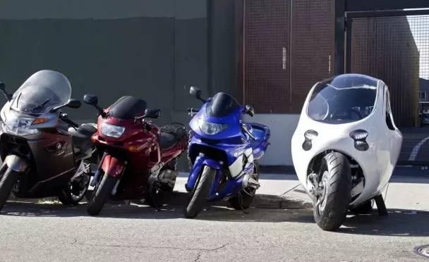 一位牛人发明了永远撞不倒的电动车 lit motors c-1 外形比较像摩托车