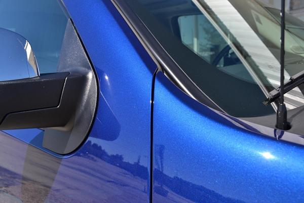 最常见的底漆叫环氧树脂,耐高温极限基本是在120°以上.