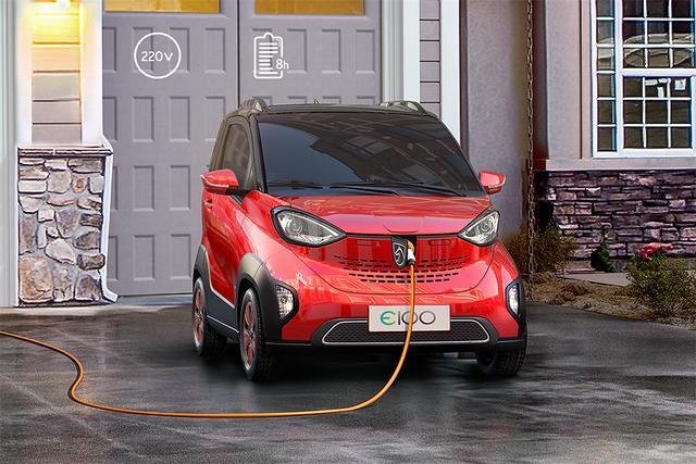宝骏玩新能源,还是微型车,奔驰smart坐得住?