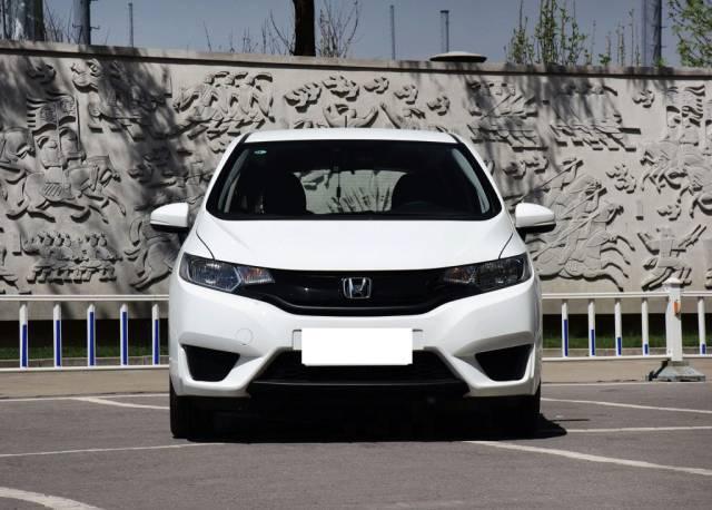小型车市场改朝换代,现在的年轻人都买这些车?
