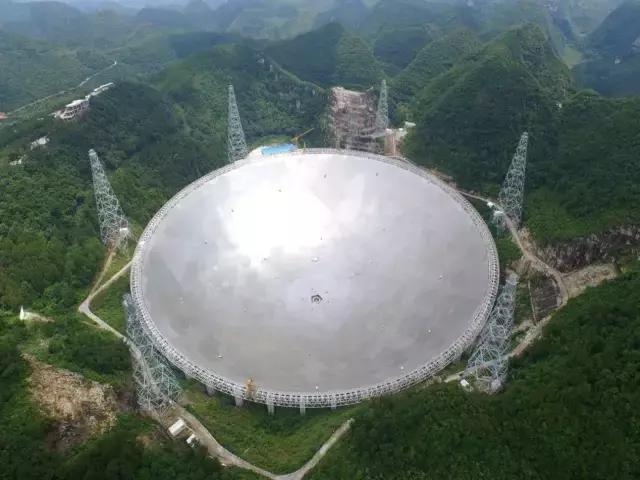 """所谓中国天眼,指的是坐落于贵州平塘县""""大窝凼""""里的球面射电望远镜"""