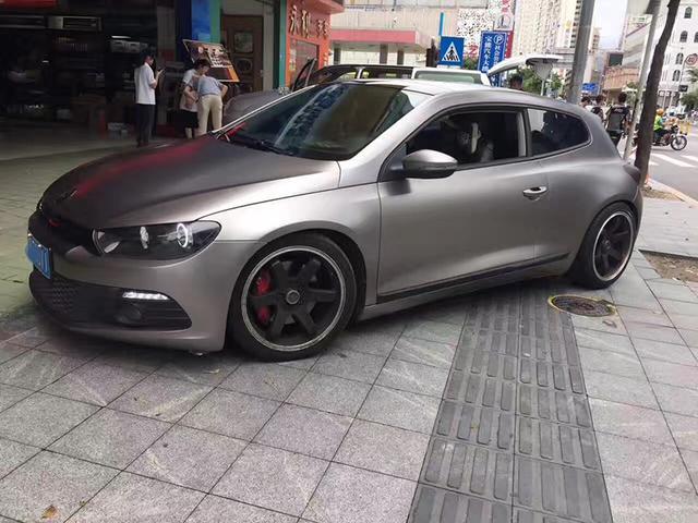 大众尚酷汽车车身改色电光棕灰贴膜效果