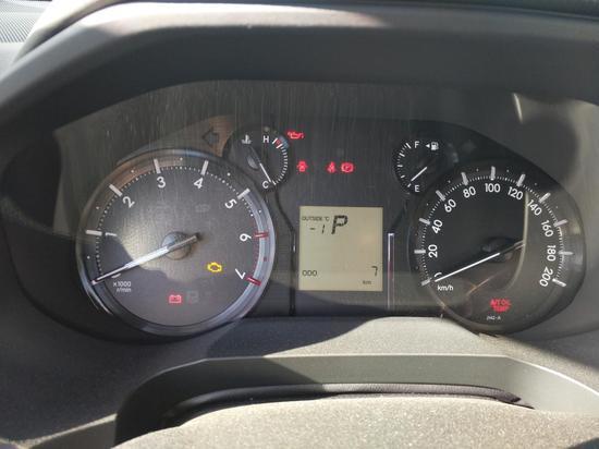 仪表盘全面升级为液晶显示,车内多功效数据表现屏,可以显示室外气