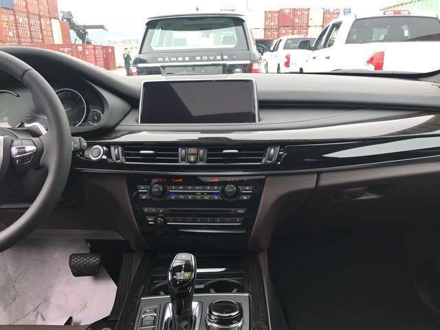 2018款宝马x5配置内饰的科技感十足,宝马的品牌形象本身在豪华品牌中图片