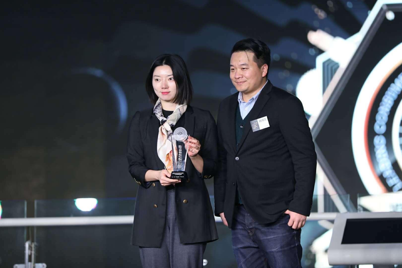 全新皇冠荣获2017消费者关注年度中大型车奖