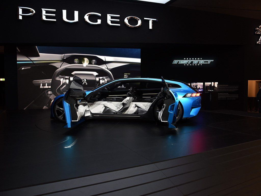实拍标致概念车,配三块大屏,未来感超越10年后!