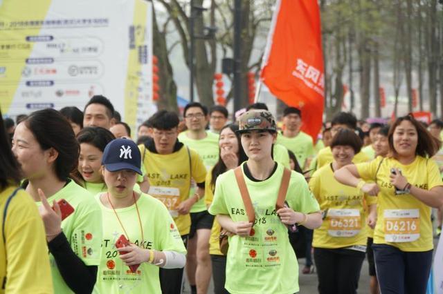 2018东湖绿道(武汉)大学生马拉松热力开跑