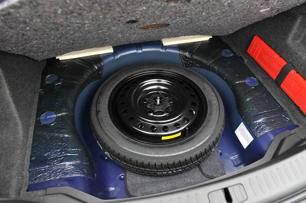 备胎气压不至于过低而失去应急的作用,所以备胎的气压会比正常轮胎更图片
