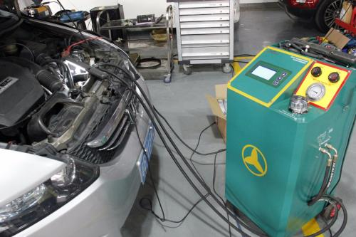 而手动变速箱油由于其变速器内部结构相对简单,精密度不高,技术也较为