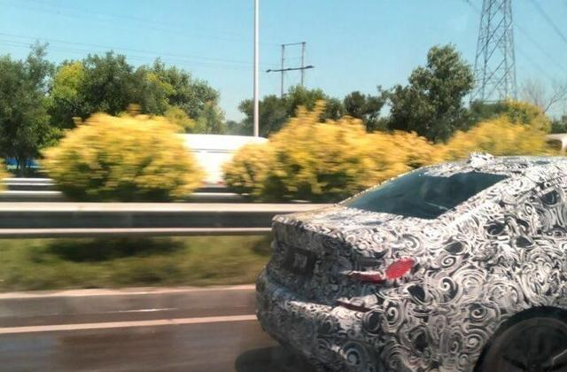 国内偶遇新宝马3系测试车,颜值超现款,3缸机是最大黑点?