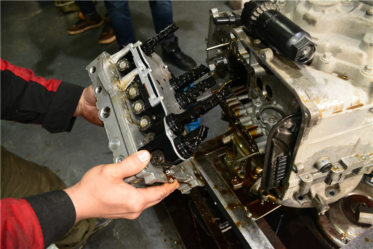 蒙迪欧致胜六速双离合变速箱维修