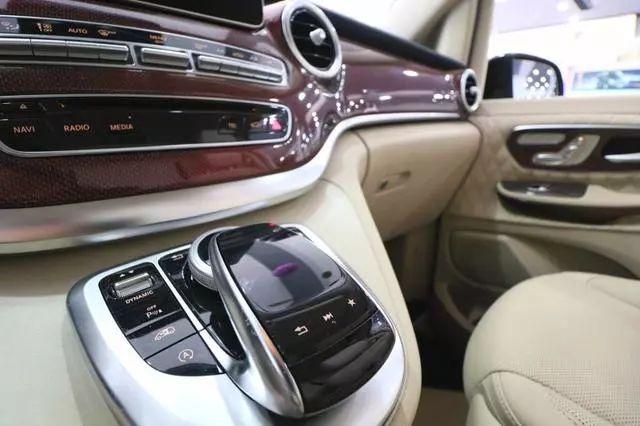 这款福建奔驰v260l中控台的class 布局系统,按钮布局清晰,简单易用