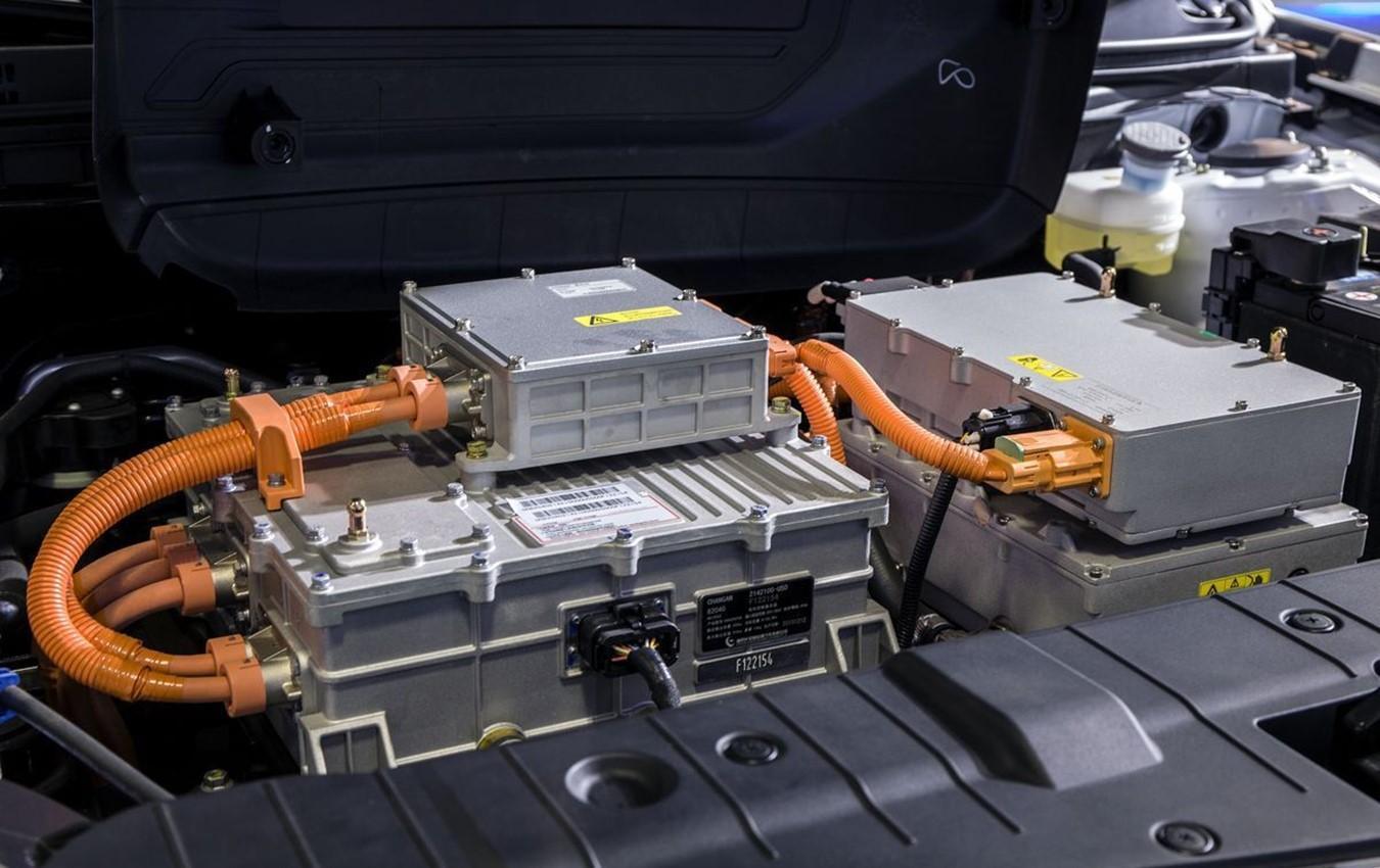西祠汽车 宝马mini车钥匙拆解> 奇瑞星月 新能源汽车更换大容量电池图片