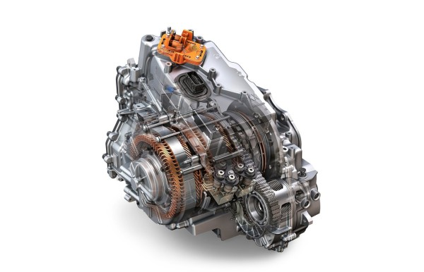 其使用两套行星齿轮结构让发动机和两台电机实现动力耦合并输出给e