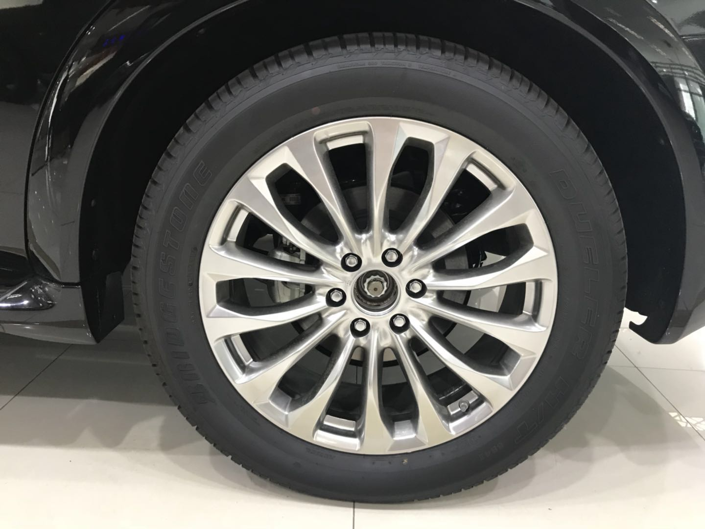 18款英菲尼迪QX80设计彰显了一款全尺寸SUV的豪华感与科