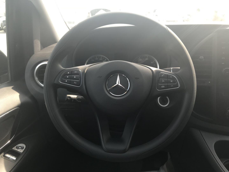 2018款奔驰麦特斯2.0T汽油版纯进口商务车价格更优惠