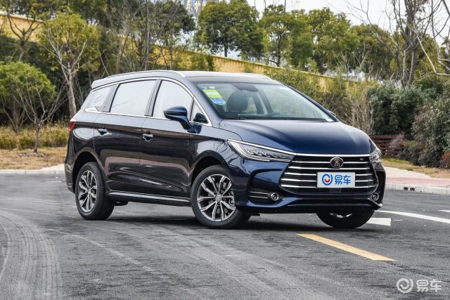 新车起售不足7.99万,豪华的运动感全新宋MAX实车
