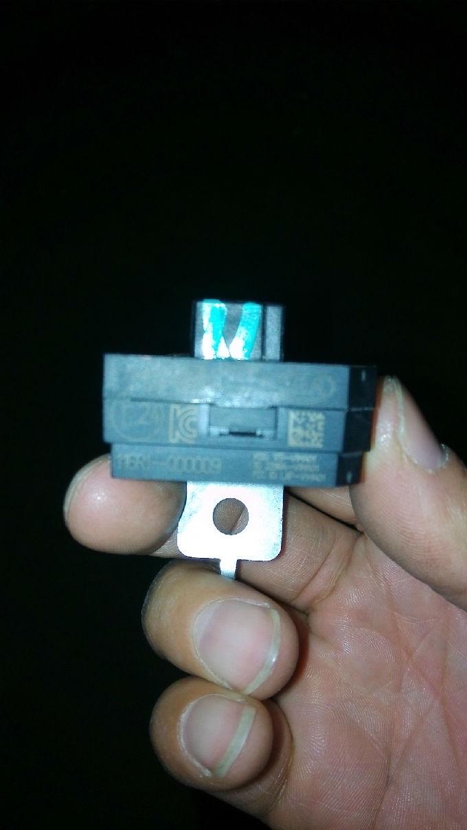 现代朗动上的电子配件 请指教这是个什么电子配件 在仪表后高清图片