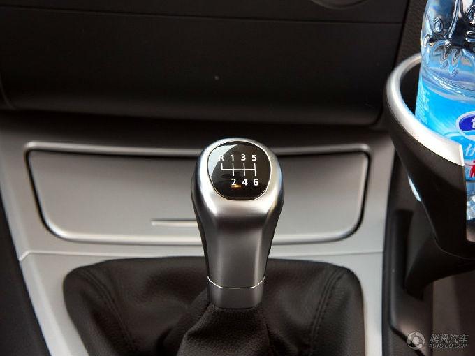 如何看汽车手动挡把柄上的挡位指示图