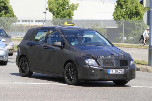 新款奔驰B级路试谍照曝光 预计明年推出