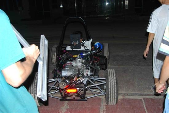【图文】华南理工大学方程式赛车一路向前