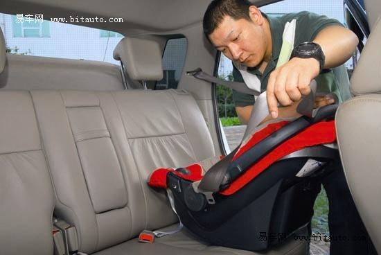 提篮式婴儿汽车安全座椅的安装