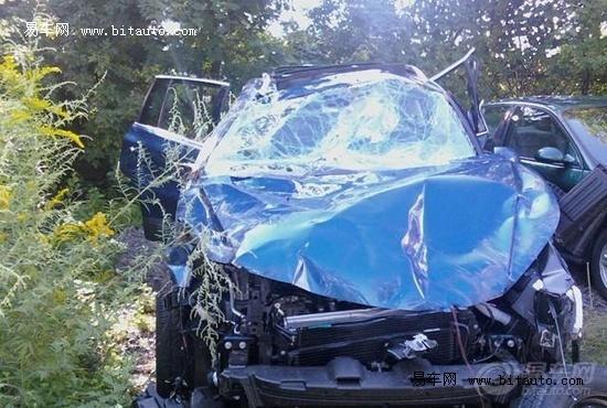 大众途观高速惨烈车祸 翻滚6周方停高清图片