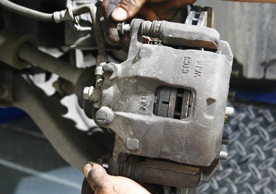 油刹车分泵结构图,刹车分泵结构图,刹车总泵结构图 ...