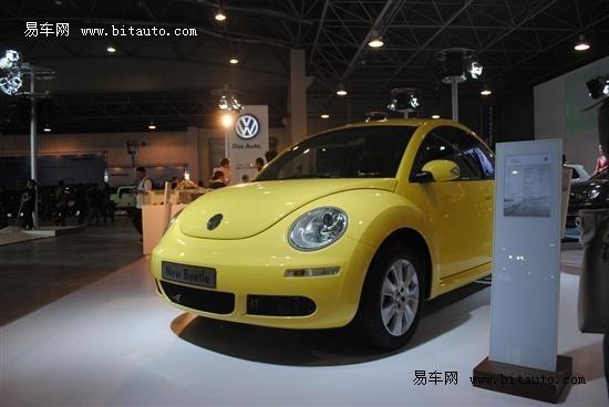 这辆黄色的甲壳虫乃是大众全场最可爱最亲民的一款车型