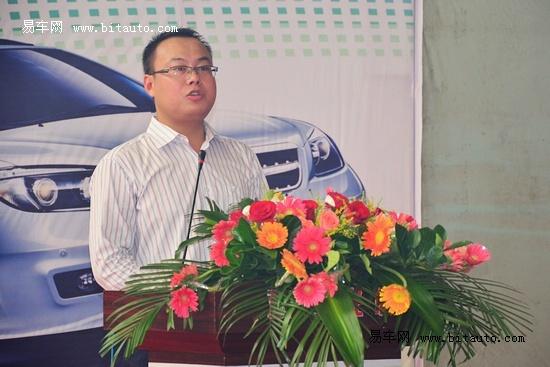 s6产品经理何振兴为来宾详细介绍了比亚迪s6的车型亮点   ...