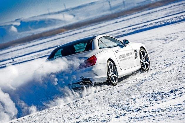 冰面上的大马力后驱更刺激 奔驰冰雪体验