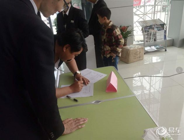 5月6日 东南DX3在平顶山京泰4S店完美上市