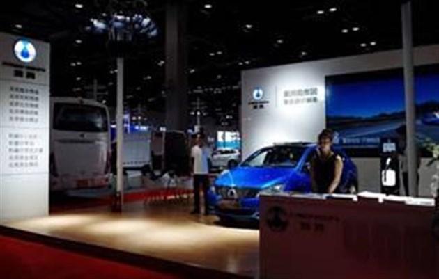 腾势400 亮相第二届中国(北京)国际电动车技术展示交易会