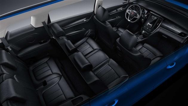 座位布局方面,宋MAX采用的是2+3+2的7座布局,第二排座椅可前后滑动、折叠,同时第三排座椅支持等比例放倒。此外,新车还配有65寸无分割全景天幕。
