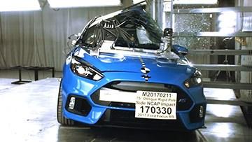 福特福克斯RS 侧杆碰撞测试