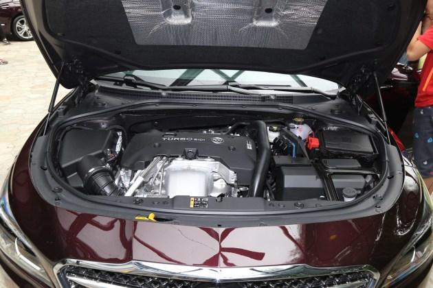 动力方面,新车延续现款君越的2.0T发动机,其最大功率为192kW,峰值扭矩为350Nm,传动系统或匹配6速手自一体变速箱。