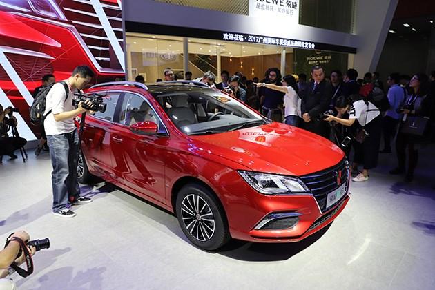 抢先实拍上汽荣威Ei5电动旅行轿车 新时代电动新选择!