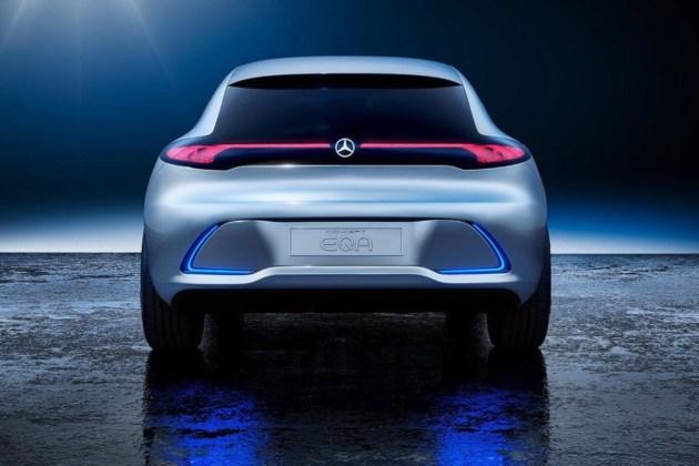 车尾方面,EQ A概念车的掀背式设计显得十分流畅和运动,尾灯内部同样采用多重三维螺旋设计,两侧尾灯的螺旋末端横向延长并于车尾中央相连接,辨识度极高。