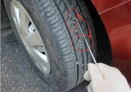 轮胎缝里的小石子该抠吗?